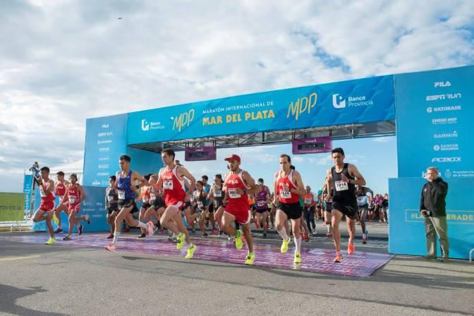 Mariano Mastromarino y María de los Ángeles Peralta se quedaron con la 28º edición de la Maratón Internacional de Mar del Plata, 19 noviembre 2017