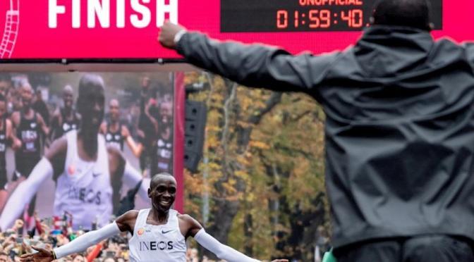 KIPCHOGE ROMPIO LA BARRERA DE LAS 2 HORAS EN MARATON y Pese a su impresionante marca, la Federación Internacional de Atletismo no la reconocerá como record mundial